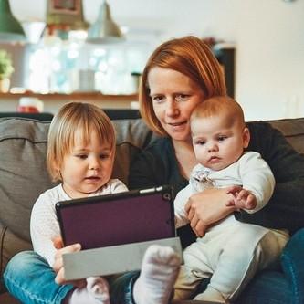 communiceren-met-kinderen-foto-copyr-cc0-unsplash-alexander-dummer.jpg