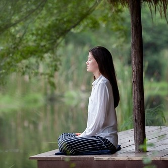 meditatie-foto-copyright-cc0-unsplash-kosal-ley.jpg