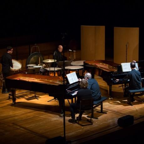 Twee piano's en slagwerk